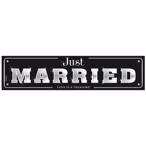 Hääkyltti pahvia, tekstillä Just Married
